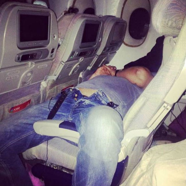 worst-airplane-passengers-10