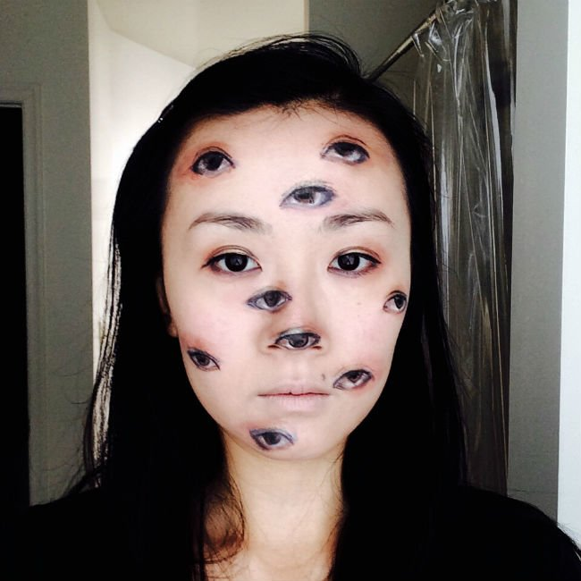 creepy-eye-makeup-halloween-costume