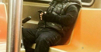 Tyrion Lannister (Peter Dinklage) spotted on an NYC subway